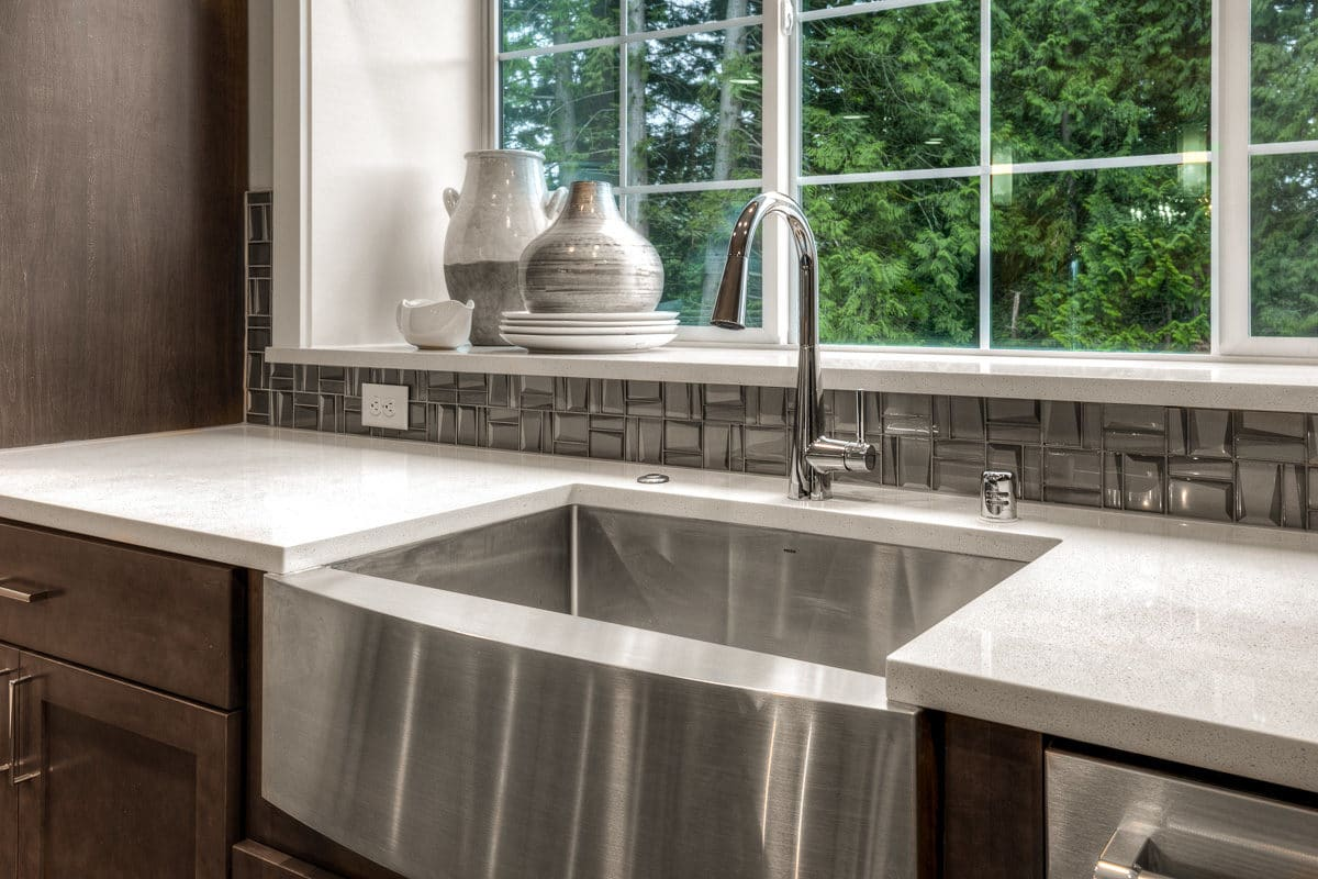 Stainless steel farmhouse sink with touchless faucet